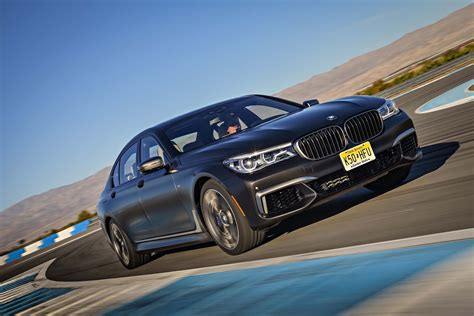 2017 BMW M760i xDrive First Drive Review - Motor Trend Canada