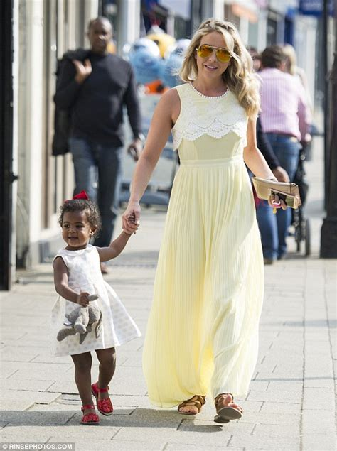 Ex-TOWIE's Lydia Bright in lemon as she steps out with