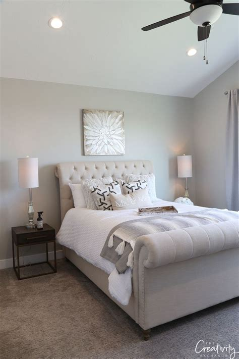 2019 Paint Color Trends and Forecasts | Oak bedroom